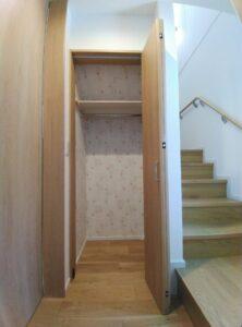 階段下クローゼット
